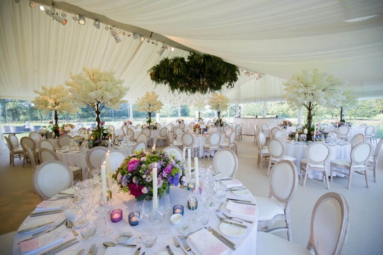 how to use the top table in a wedding to set up a marquee